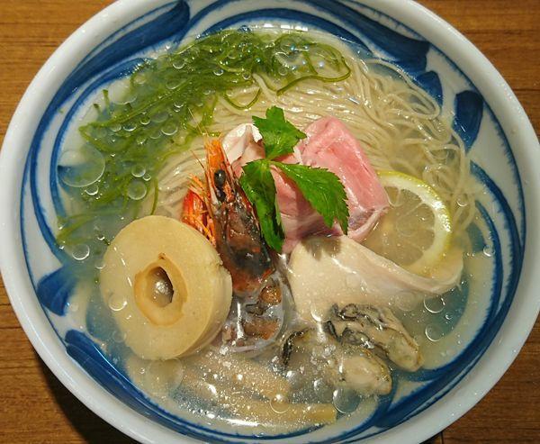 「【限定】魚貝とメカブの冷やしそば ¥880」@寿製麺よしかわ 川越店の写真