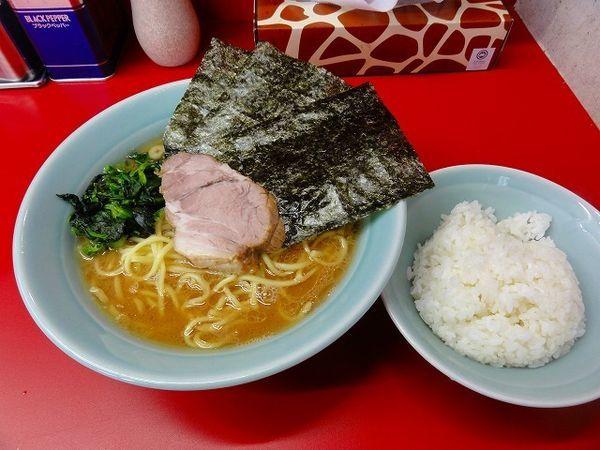 「ラーメン中盛麺硬め 750円  ライス+1/3ライス」@家系らーめん 武将家の写真