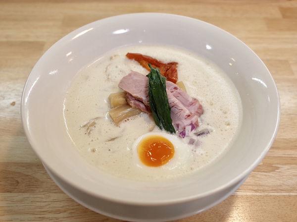 「鶏白湯の泡そば…880円、辛ミンチ丼…200円」@ガチ麺道場の写真