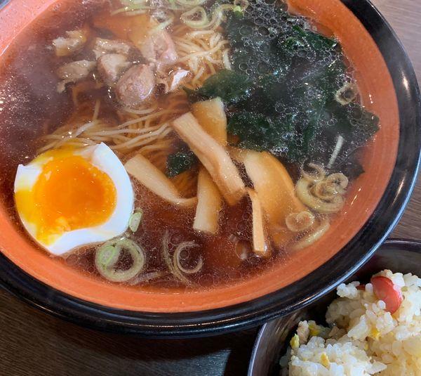 「本日のランチ(醤油ラーメン+チャーハン)」@ラーメン 文多の写真