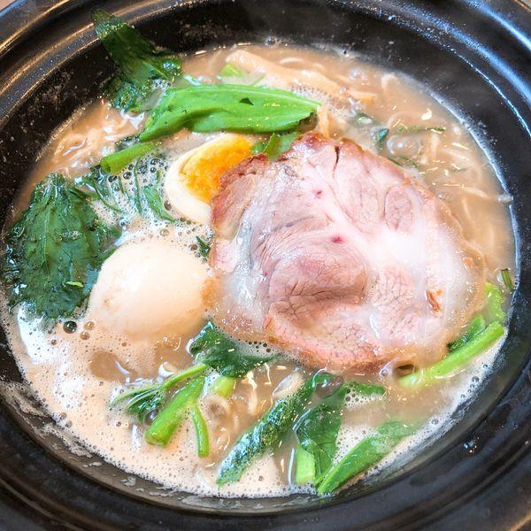 「豚骨醤油ラーメン ¥820+味玉子 ¥100」@ラーメン猪太の写真