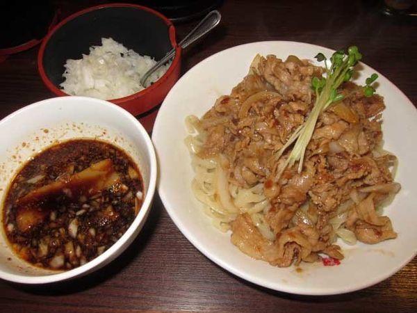 「肉盛りつけ麺並 800円+無料の肉ダブル」@魁 肉盛りつけ麺 六代目けいすけの写真