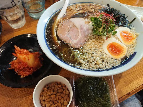 「【夏限定】翡翠麺の冷しそば800円+他いろいろ」@麺屋 鶏口の写真
