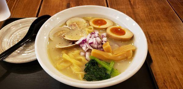 「はまぐり白湯ラーメン」@東京Noodle Style エモラーの写真