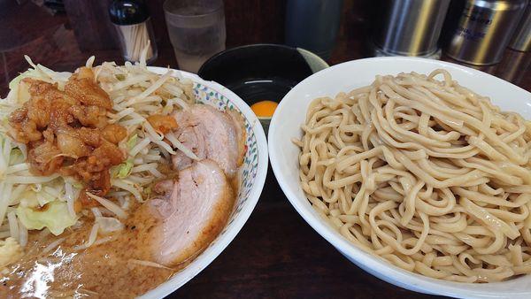 「つけ麺 生たまご  ヤサイマシニンニクアブラスコシマシ」@ラーメン二郎 めじろ台店の写真