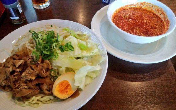 「広島流  肉盛り辛つけ麺・特盛・鬼辛」@バーミヤン 品川グランドコモンズ店の写真