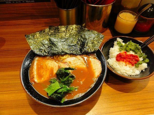 「チャーシュー麺900円麺硬め ランチライス無料」@横浜家系らーめん 輝道家の写真