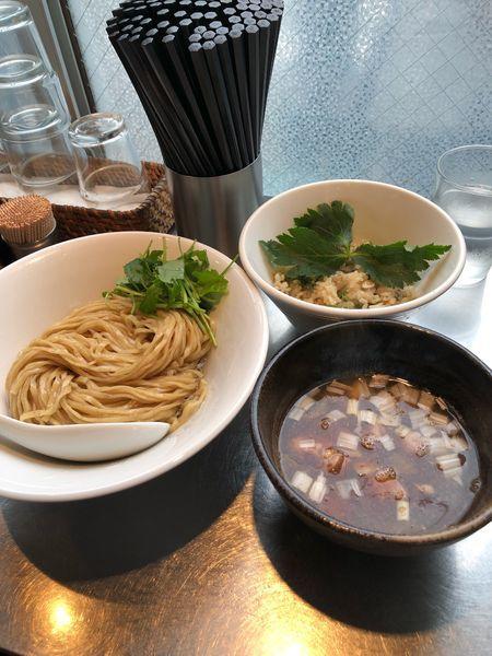 「鴨つけ蕎麦+鴨炊き込みご飯+SP玉(鴨脂の和え玉)」@日の丸さんじの写真