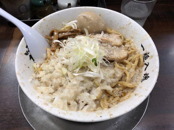 「油そば大盛 タマネギ増し中油 煮卵」@らーめん潤 蒲田店の写真