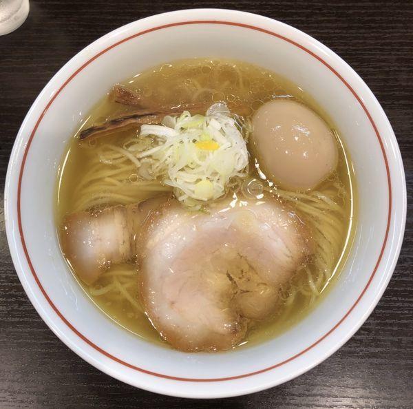 「しおらーめん 930円+比内地鶏の味玉」@らーめん颯人の写真