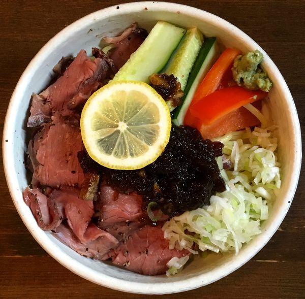 「ローストビーフの黒酢ソース冷やし中華 中盛」@麺処 井の庄の写真