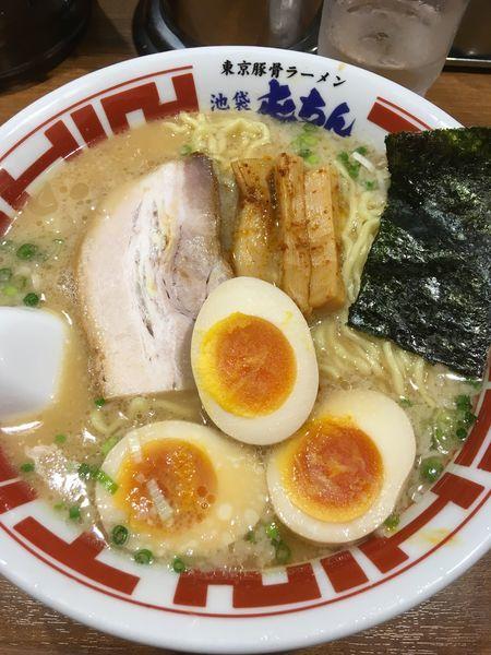 「東京豚骨煮玉子ラーメン(大盛り)」@屯ちん 池袋本店の写真