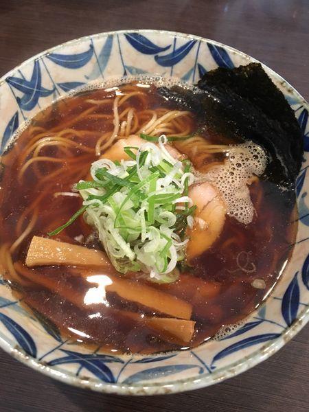 「焦がし煮干し醤油」@燵家製麺の写真