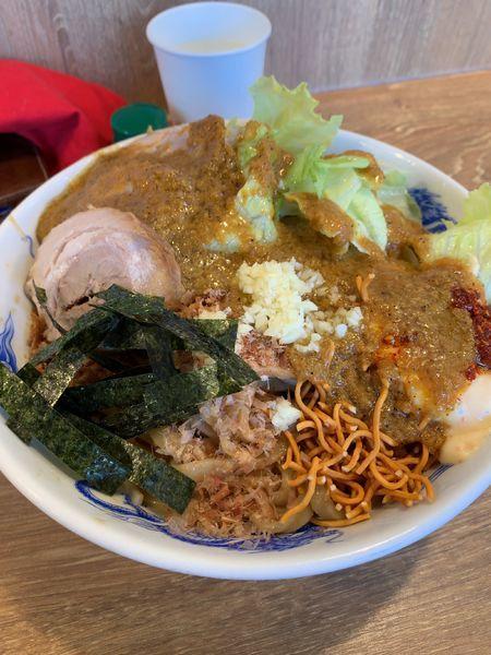 「冷やしまぜそば(麺倍盛+全マシ)+豚2枚マシ」@ジャンクガレッジ 熊谷店の写真