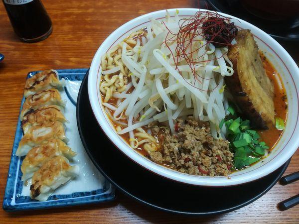 「ガツ盛りしびれベトコン味噌でカレー(大盛)+博多餃子」@ラーメン・つけ麺 爆王の写真
