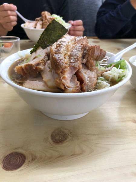 「チャーシューワンタン麺大盛り 小ライス」@味の大西 本店の写真