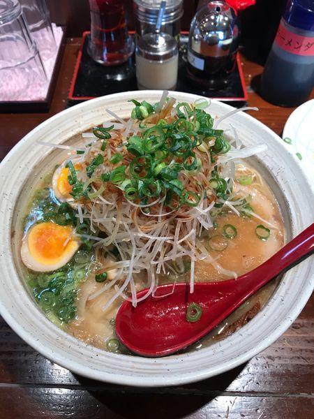 「ネギチャーシュー麺+味玉」@生守らーめんの写真
