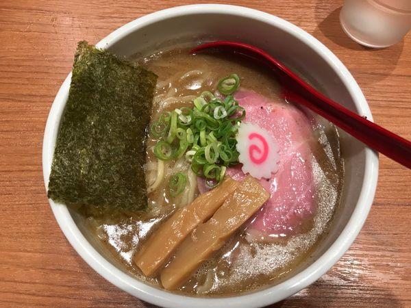 「煮干中華そば 780円 中太麺」@煮干中華そば 鈴蘭 新宿店の写真