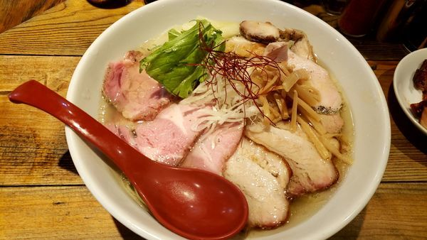 「特製香彩鷄塩ラーメン/トッピング/肉増し3枚」@麺屋 翔 本店の写真