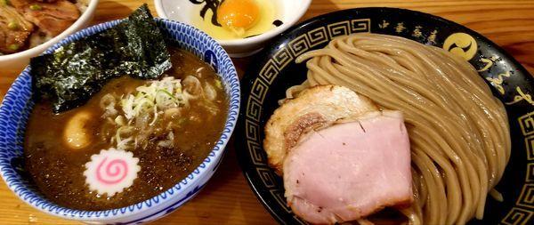 「つけ味玉(並)+生卵、チャーシューご飯」@中華蕎麦うゑずの写真