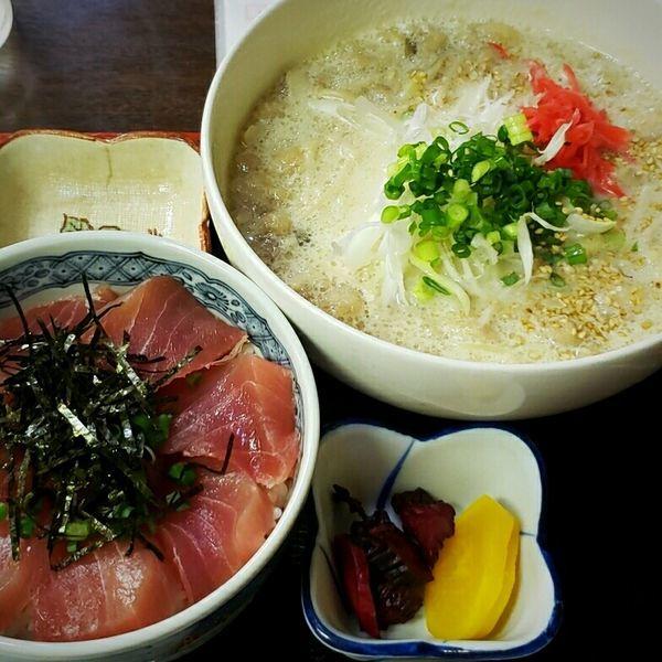 「豚肉と豆乳の茸入り九州ラーメン+マグロ丼 1436円」@はるみの写真