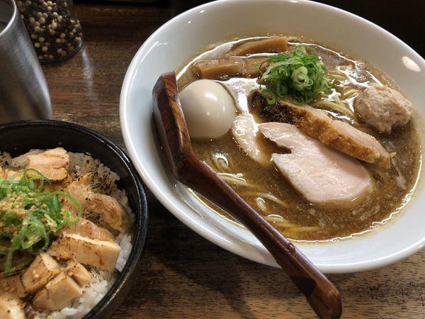 「味玉らーめん +  鶏肉丼」@らーめん チキントの写真