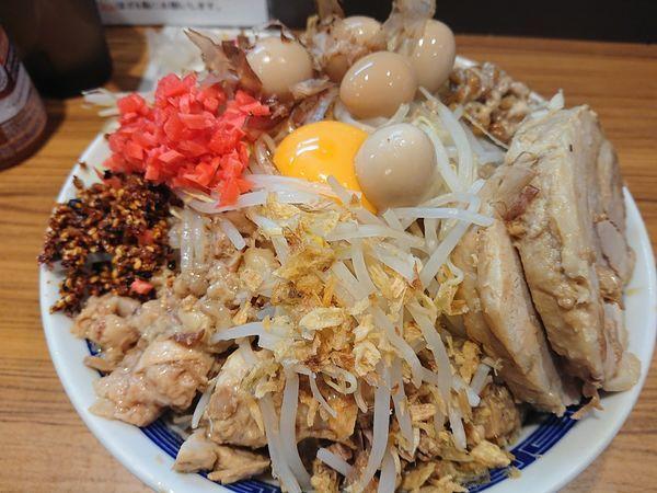 「汁なし大 うずら アレ 紅生姜  全増し」@びんびん豚の写真