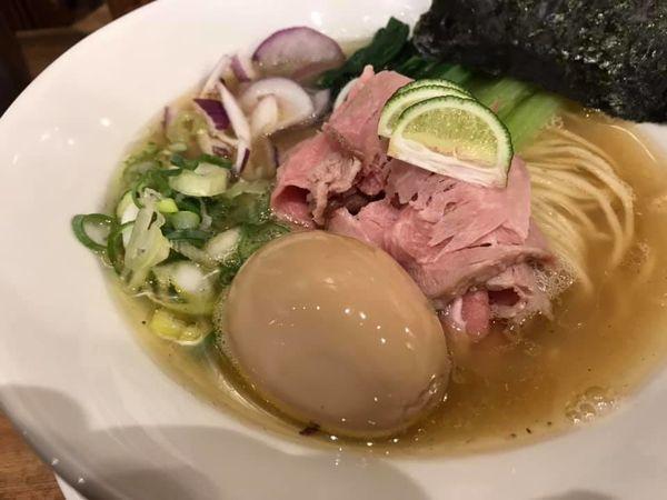 「琵琶湖産天然鮎の白醤油ラーメン+煮玉子」@ラーメン一心 本店の写真