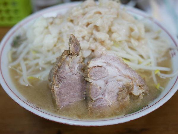 「小 麺硬め+ヤサイ+アブラ」@ラーメン二郎 品川店の写真