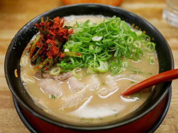 「特製ラーメン 麺硬め+ネギ増し」@うま屋ラーメン 錦店の写真