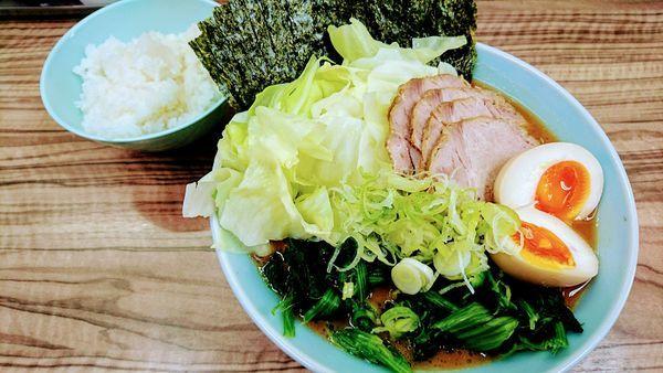「究極ラーメン(麺硬め・味濃いめ・油少なめ)+ライス」@横浜ラーメン 武蔵家 中野本店の写真
