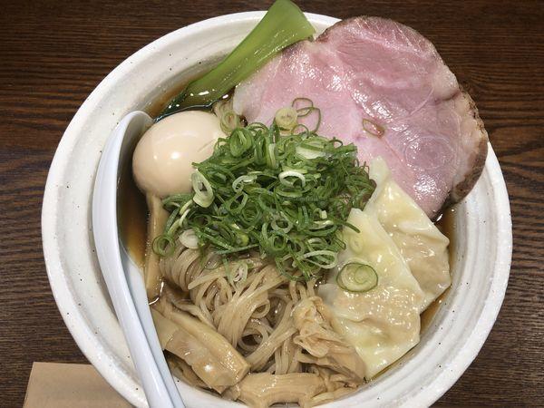 「特製醤油らーめん」@燻製麺 燻の写真