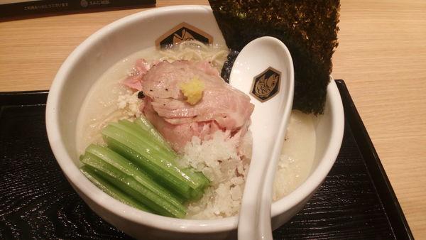 「冷やしシマアジラーメン(918円)」@真鯛らーめん 麺魚 錦糸町PARCO店の写真