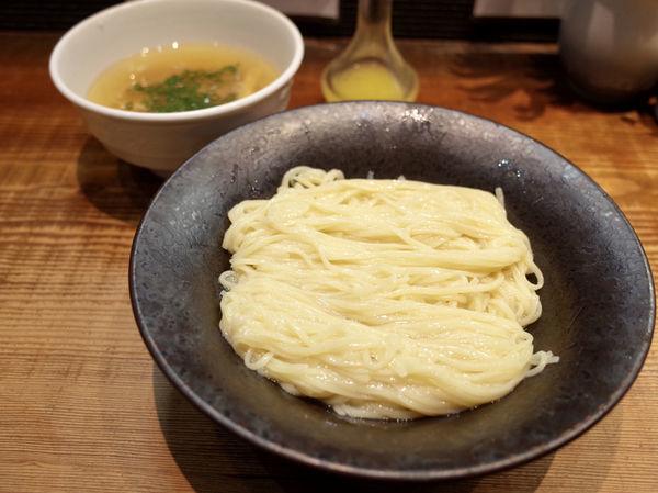 「しおつけ麺 ~わじまの水塩あえ~…950円」@町田汁場 しおらーめん 進化の写真