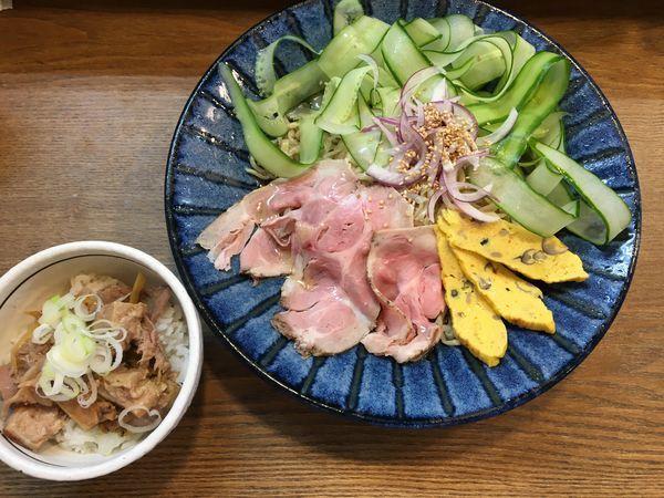 「冷やし中華麺大盛り+豚バラチャーシュー丼」@らぁめん山と樹の写真