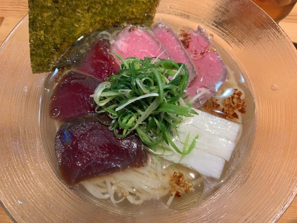 「鮪塩冷やし並1550円(真夏の献立)」@ラーメン 巌哲の写真