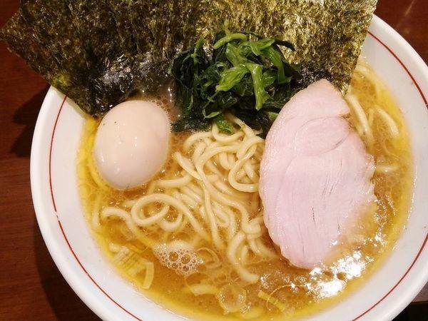 「らーめん(もも肉)+味付け玉子+のり」@らーめん飛粋の写真