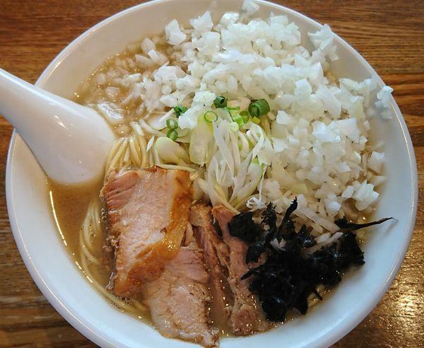 「煮干そば(白醤油)¥750+玉ねぎ¥50×2=¥850」@中村屋総本山の写真