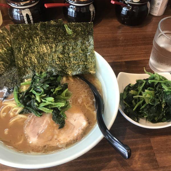 「ラーメン並(かため、少なめ)+ほうれん草」@横浜家系 せいせき家の写真