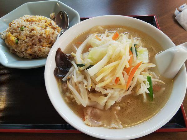 「【限定】野菜タンメン+半炒飯」@中国料理 竹園の写真