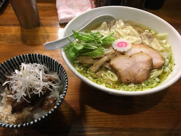 「塩ワンタン麺(シソオイル)+チャーシュー丼」@中華ソバ 素和可の写真