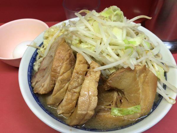「小豚入り(ニンニク)+生たまご 900円」@ラーメン二郎 桜台駅前店の写真
