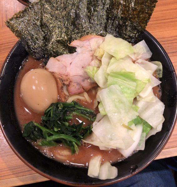 「らーめん 味玉キャベツ」@横浜家系らーめん 輝道家の写真