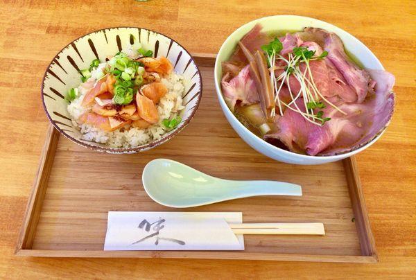 「肉塩そば & サーモンごはん」@自家製麺と定食 弦乃月の写真