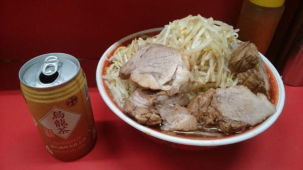 「麺増し・大ぶた・烏龍茶・カタカタ(ヤサイマシカラメ)¥950」@ラーメン二郎 上野毛店の写真