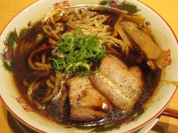 「ブラック中華そば(800円)」@塩つけ麺 灯花の写真