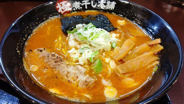 「辛煮干し醤油ラーメン730円(激辛)」@極煮干し本舗 久喜店の写真