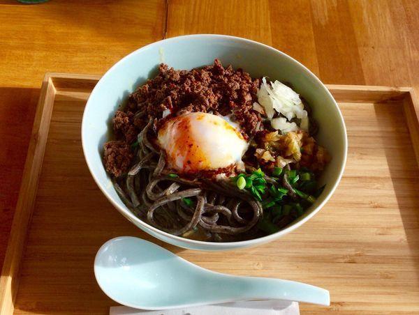 「限定 汁なし坦々麺 with 追い飯」@自家製麺と定食 弦乃月の写真