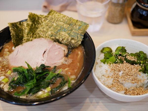 「ラーメン並盛 麺硬め+味濃いめ+サービスライス」@麺家 千祥の写真