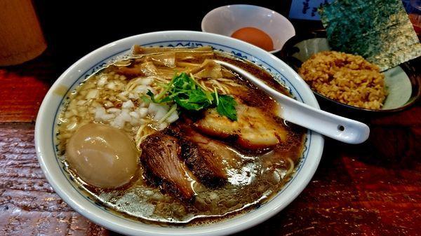 「限定/イノシシらーめん+味玉+大盛り+たまごかけご飯」@初代青樹の写真